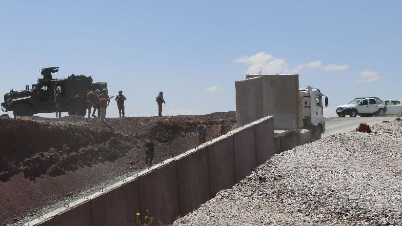 İran sınırına beton duvar örülüyor