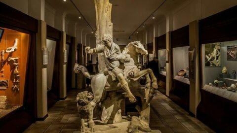 Türkiye'de Anadolu Medeniyetleri, dünyada Louvre