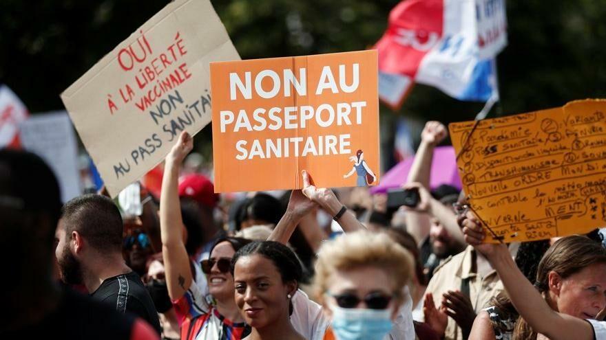 Fransa'da aşı pasaportu isyanı