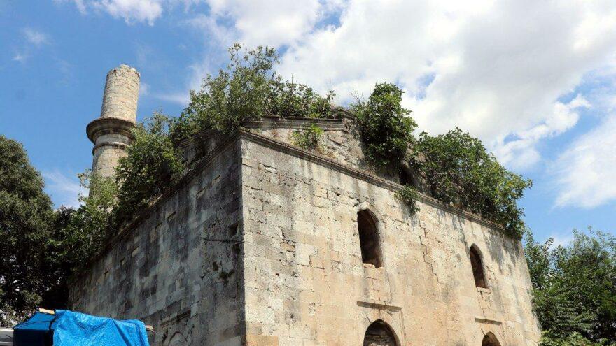 5 buçuk asırlık Kasımpaşa Camii yok olma tehlikesi altında