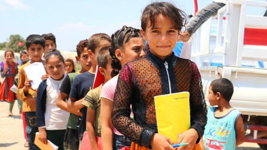 Savaştan kaçan hukuk fakültesi öğrencisi, mülteci çocuklara eğitim veriyor