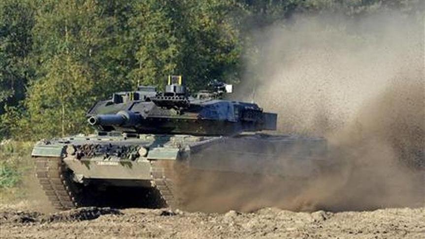 Evinde 2. Dünya Savaşı'ndan kalma tank bulundu! Ülkede tartışma konusu oldu