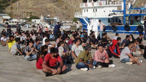 Balıkçı teknesinde yüzlerce kaçak göçmen yakalandı