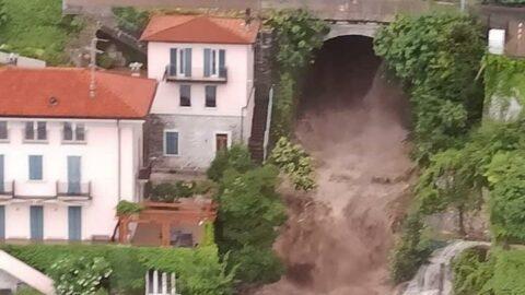 İtalya'da sel ve toprak kayması... Caddeler sular altında