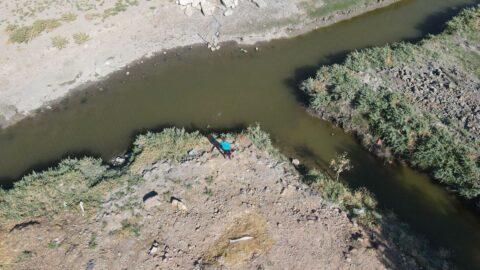 Mahalle içindeki su kanalları tehlike saçıyor