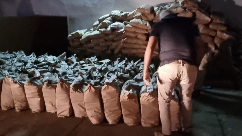Şeker çuvallarının içine gizlenmiş 3 bin 416 kilo kokain ele geçirildi