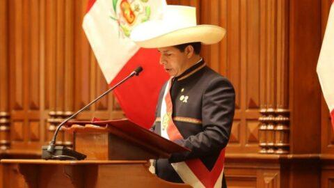 Peru'da yeni dönem! Pedro Castillo göreve başladı