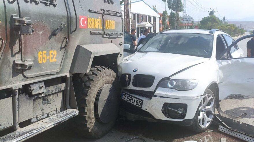 İYİ Parti konvoyunda korkutan kaza…