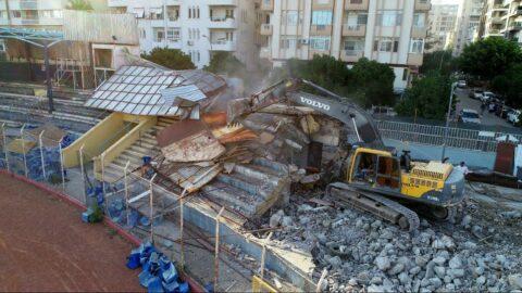 Tarihi Adana 5 Ocak Stadyumu'nda yıkım başladı