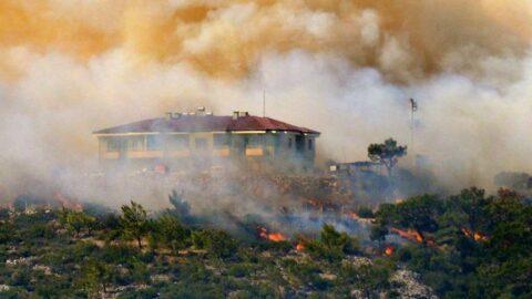 Mersin'deki yangın hızla büyüyor