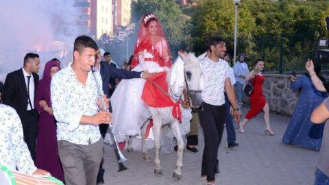 Damat beyaz atıyla geldi