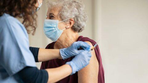 AstraZeneca'nın ikinci çeyrekte aşılardan elde ettiği gelir 894 milyon dolar oldu