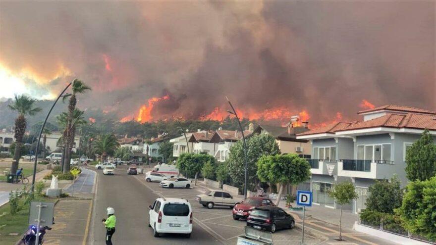 Muğla'daki yangında 27 ev 16 çatı ve 1 fabrika yandı