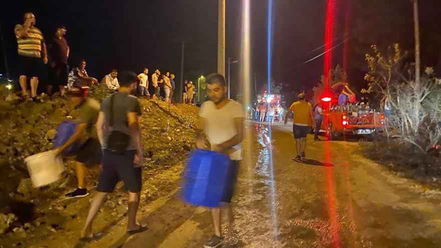 Fethiye'de vatandaşlar da yangını söndürmeye koştu