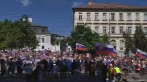Slovakya'da aşı karşıtlarından yasa protestosu