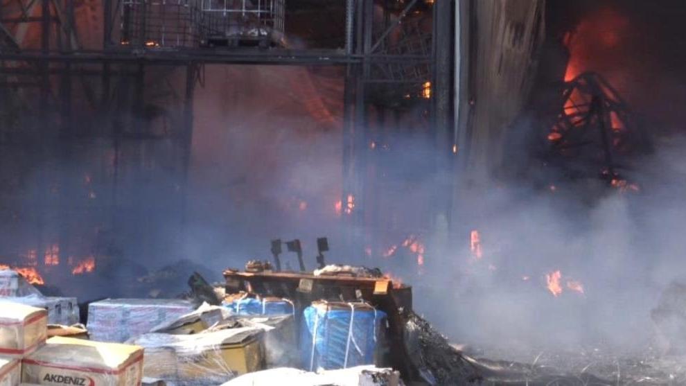 Bin 200 kişinin çalıştığı çivi fabrikasında büyük yangın