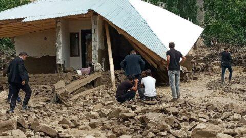 Sel felaketi! Çok sayıda yapı yıkıldı