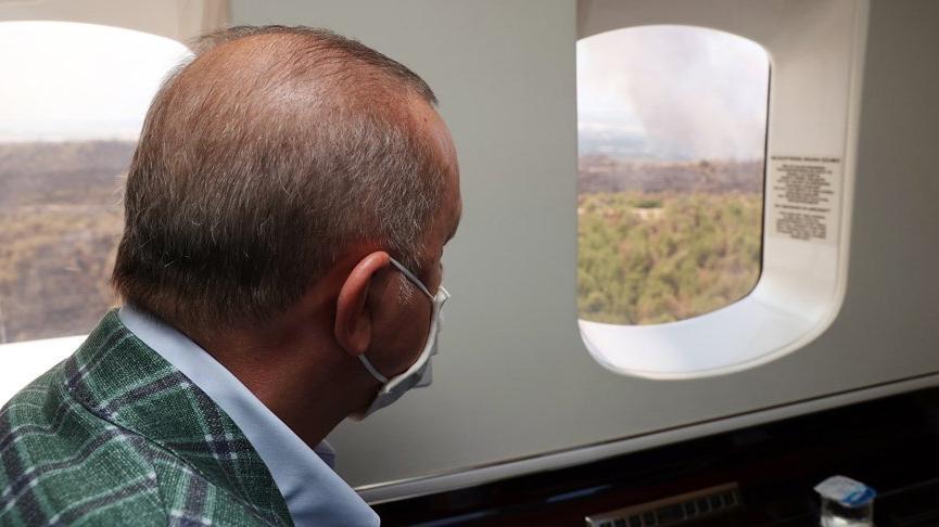 Yangın bölgesini havadan inceleyen Cumhurbaşkanı Erdoğan'a siyasetçilerden tepki