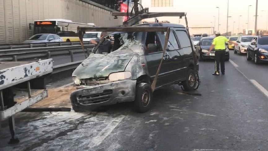 E-5'te panelvan minibüs takla attı, trafik durma noktasına geldi