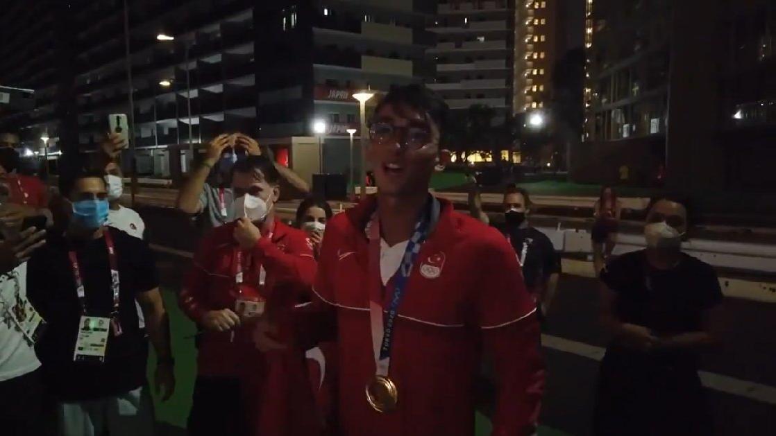 Mete Gazoz'un tarihi başarısı İzmir Marşı ile kutlandı   2020 Tokyo Olimpiyatları