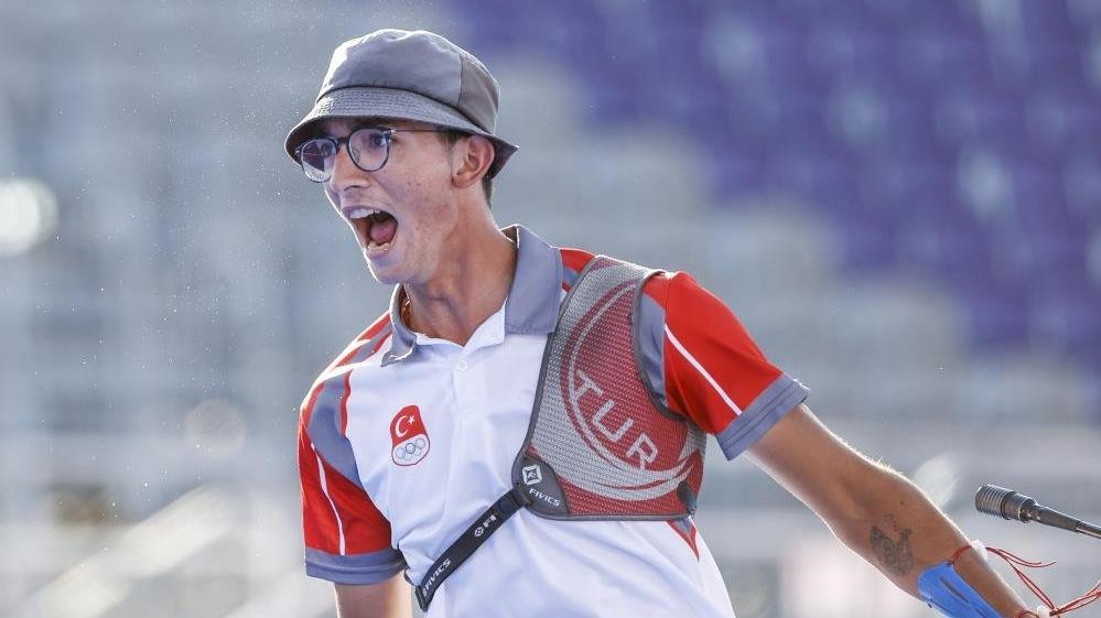 Mete Gazoz: Söz verdiğim olimpiyat madalyasına kavuşmanın mutluluğunu yaşıyorum