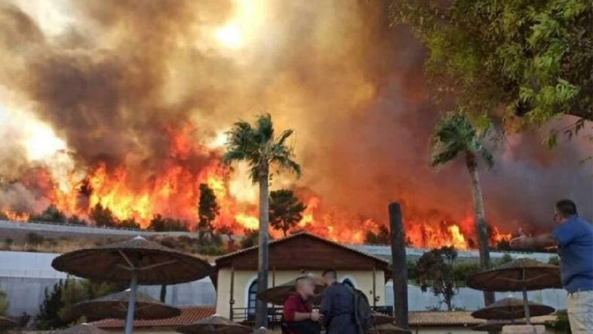 Yunanistan alevler içerisinde, köyler yandı kentler boşaltılıyor