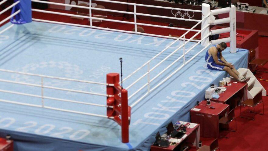 Diskalifiye edilen Fransız boksör Mourad Aliev'den protesto   2020 Tokyo Olimpiyatları