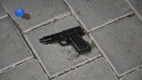Boşanma aşamasındaki eşini silahla vurdu