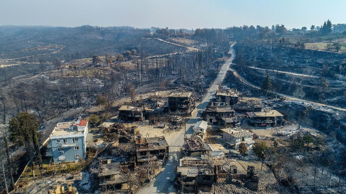 CHP'li Budak: Manavgat'ta 37 mahalle kısmen ya da tamamen yandı