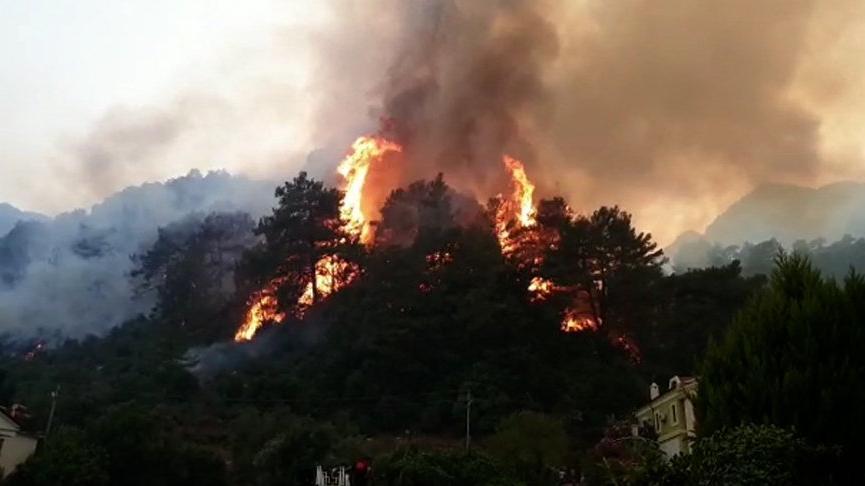 Marmaris körfezini duman kapladı, nefes almak zorlaştı