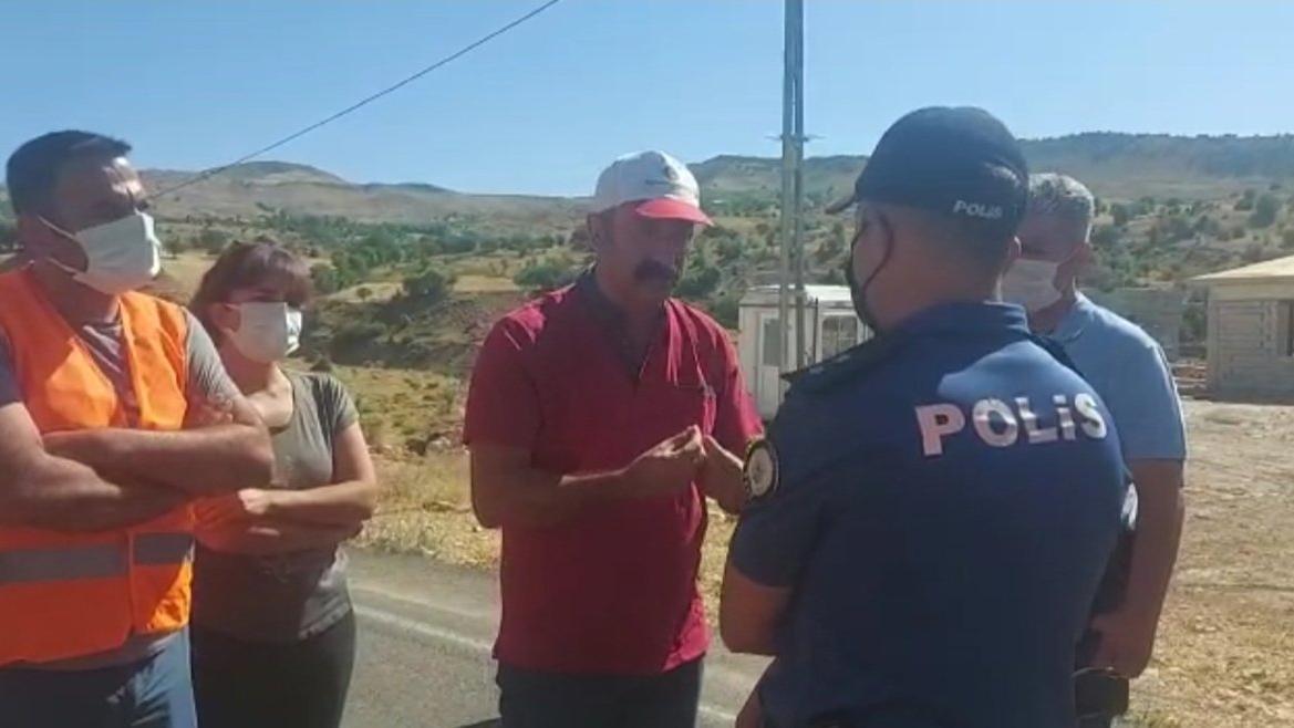 Yangın söndürmek için yola çıkan Komünist Başkan ve gönüllülere polis engeli