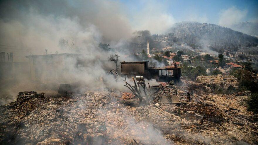 Yangınlar sürerken çıkan kanun kafalarda soru işareti bıraktı: Tesadüf mü?