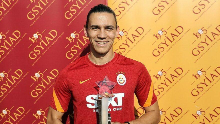 Galatasaray'da Taylan Antalyalı yılın sporcusu ödülünü aldı