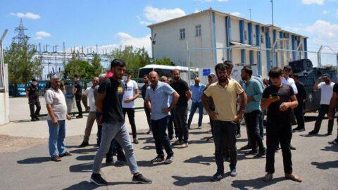 Elektrik kesintilerini protesto eden çiftçiler yol kapattı