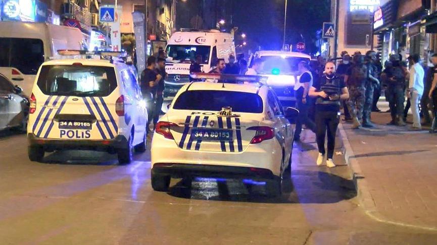 İstanbul'da ailesinden iki kişiyi silahla rehin alan şahıs yakalandı