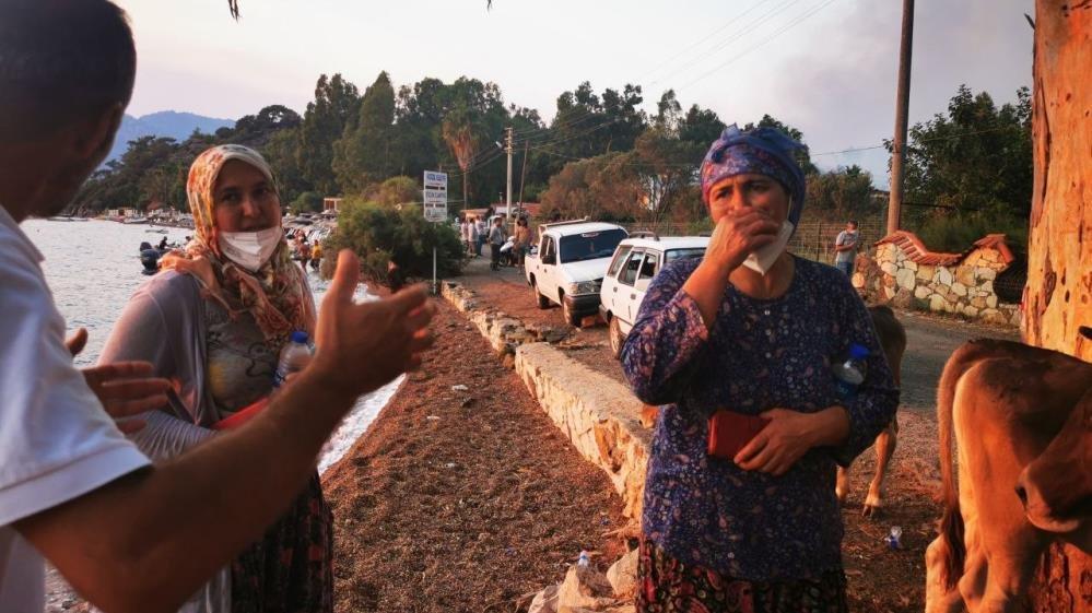 Alevlere teslim olan Marmaris'te göz yaşartan görüntüler
