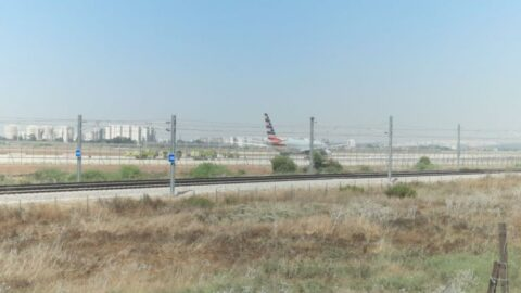 American Airlines'a ait yolcu uçağı İsrail'e acil iniş yaptı