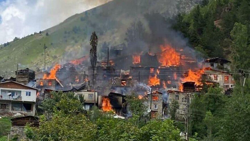 Artvin'de yangın kontrol altına alındı: 33 ev, 5 samanlık kül oldu