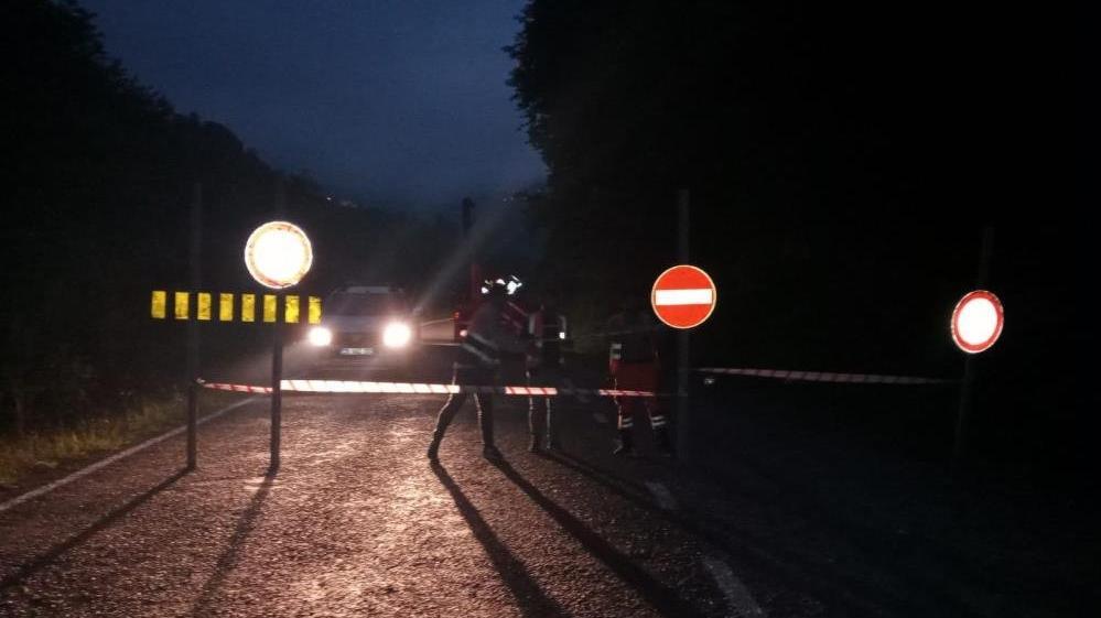 Giresun'da heyelan nedeniyle karayolu ulaşıma kapandı