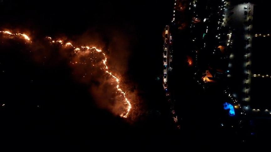 Marmaris'te yangın devam ediyor, karadan müdahale sürüyor