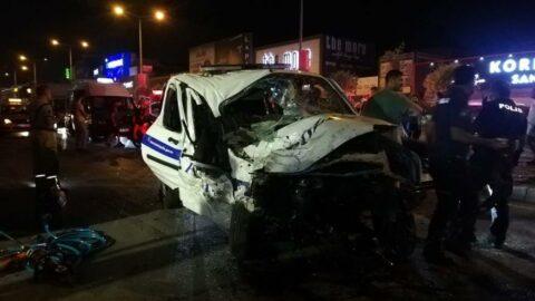 İzmir'de trafik kazası 1 polis şehit, 4 yaralı