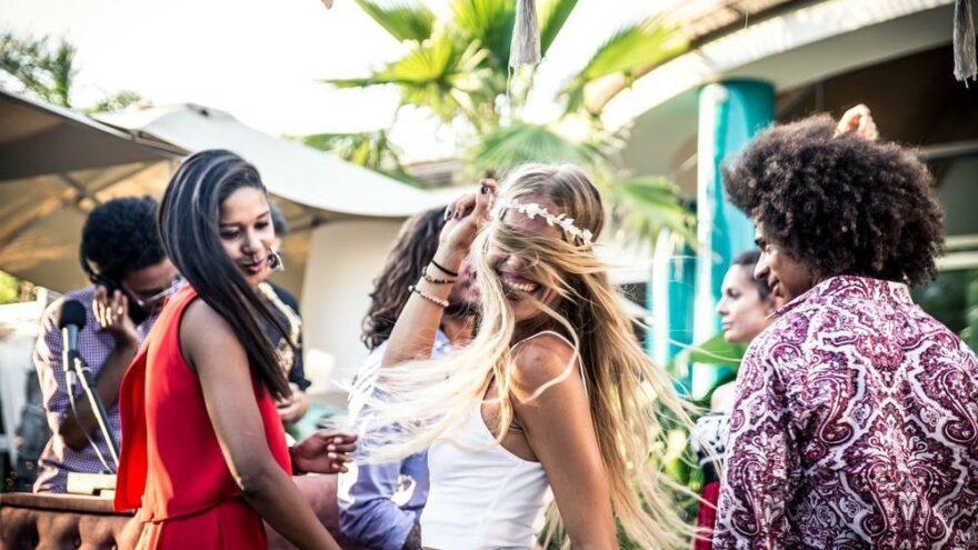 Ibiza'da vakalar patladı… Polis turistler arasından seçmeye başladı: Parti ajanı