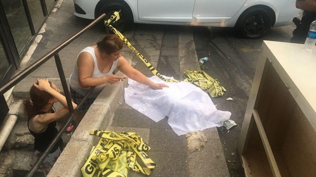 Mobilya atölyesinde yangın: Mahsur kalan köpek öldü