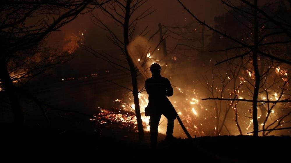 Atina'nın kuzeyindeki orman yangınları yeniden alevlendi