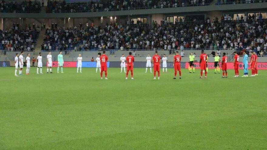 Batumi-Sivasspor maçında yangınlarda hayatını kaybedenler için saygı duruşu