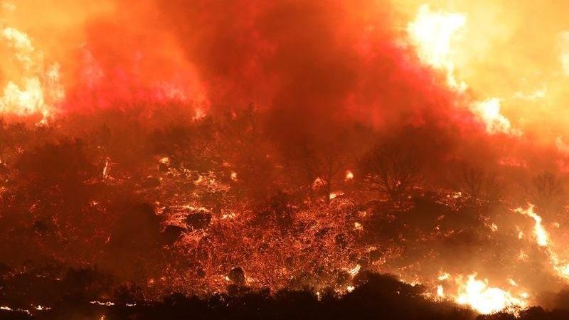 Bir yangın alarmı da ABD'den! Binlerce kişi evini boşalttı