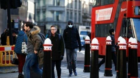 İngiltere'de son 24 saatte 30 bin 215 vaka