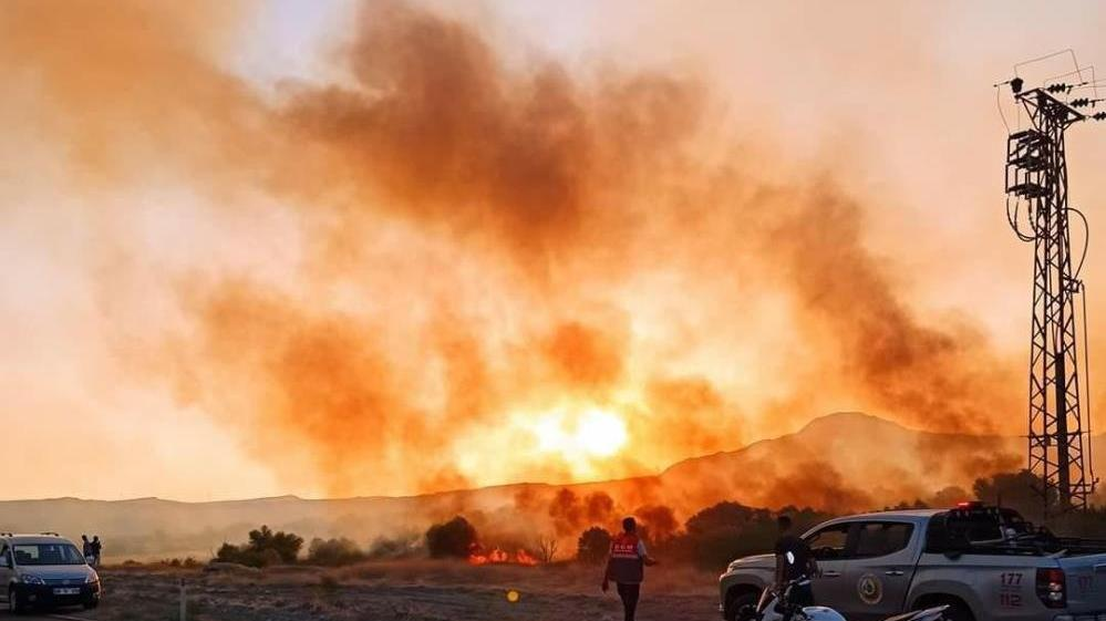 Ukrayna'dan gelen 5 helikopter yangınlara gece de müdahale edecek