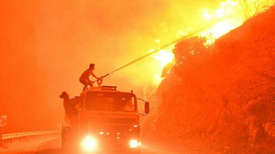 Alevler ikinci termik santrali de tehdit ediyor! Mahalle boşaltıldı, başkan canlı yayını terk edip bölgeye gitti