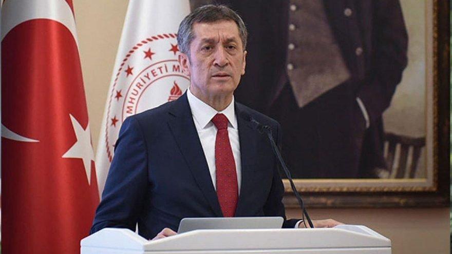 Ziya Selçuk istifa etti, Mahmut Özer yeni Milli Eğitim Bakanı oldu